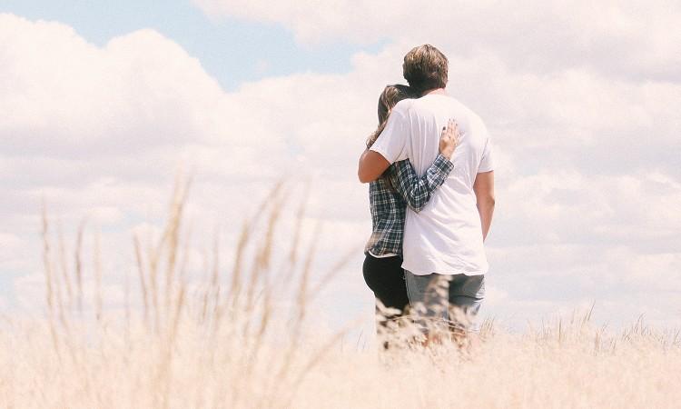 中高年のパートナー探し|おひとり様のリスクや相手の選び方について